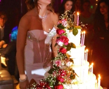 festeggiata-con-torta-18-anni